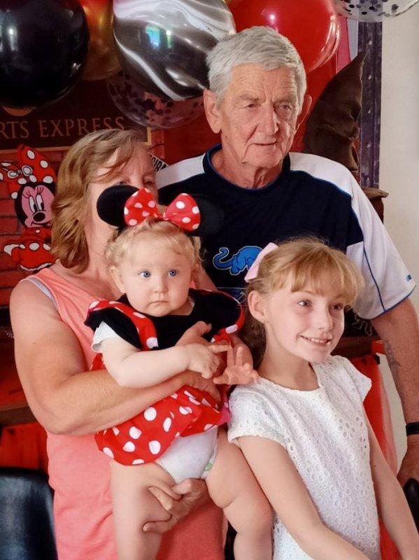 voilà ma belle famille ma petite fille Laura