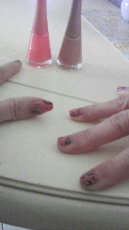 Nail art sur les ongles de ma mère