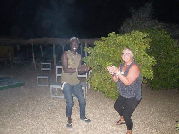 Soirée langouste au mois de novembre au a nos amis du nord pas de calais un moment sympathique dans la joie au son du djembe et danse.