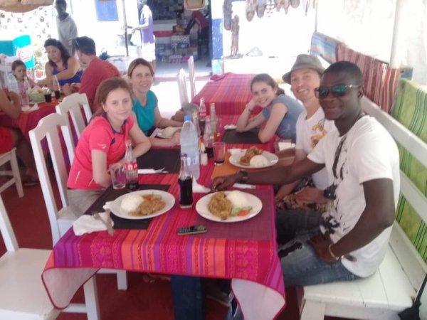 A la découverte de l'île de Goree et du lac rose avec nos amis de l'hôtel les manguiers de Guereo