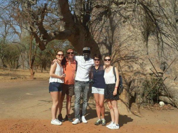 Une découverte de la réserve de bandia et du lac rose avec Kambel Dieng de Sénégal Excursions. Vivez des excursions de rêve avec les meilleurs guide du Sénégal