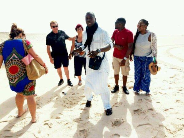 Au départ de l'hôtel filaos du Sénégal. Une belle journée sur l'ile de Gorée et au lac rose  dans la joie et le bonheur