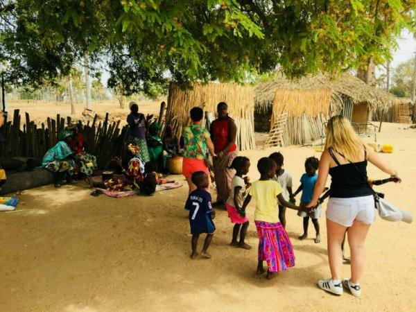 Un moment extraordinaire,chaleureux et humaine ,avec nos amis de l'hôtel filaos look voyage à Saly ,une belle excursions au coeur des ethnies Sénégalaise.