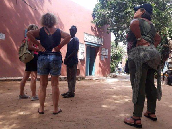 Iles de goree avec nos amis de l'hôtel royal baobab dans la convivialité dans l'harmonie. SÉNÉGAL EXCURSIONS LE SENGAL DANS LA TERANGA