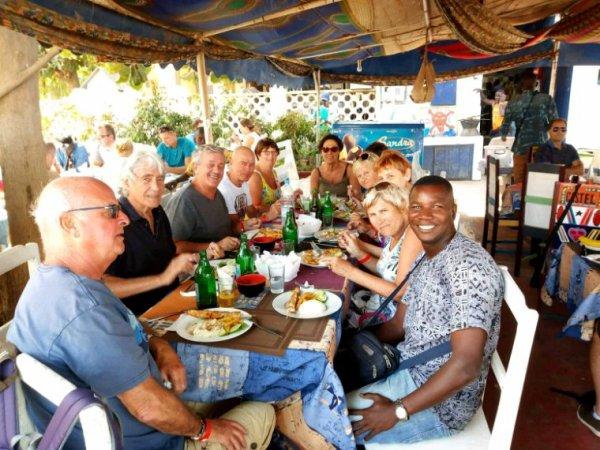 Le Sénégal en groupe d'amis merci à nos mais de Mark. Et bon retour dans le pas de Calais.
