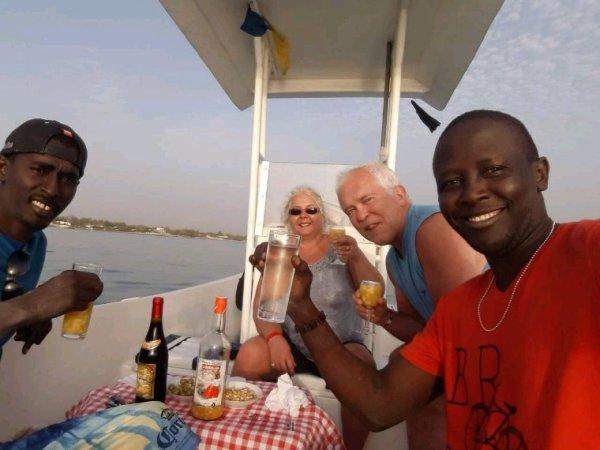 Petite croisière sur la petite côte, apéro en mer et dîner langouste sur la plage.