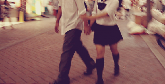 Il a attendu de me voir pleinement heureuse pour me revenir. C'est à crois qu'il aime ça, détruire mon bonheur.