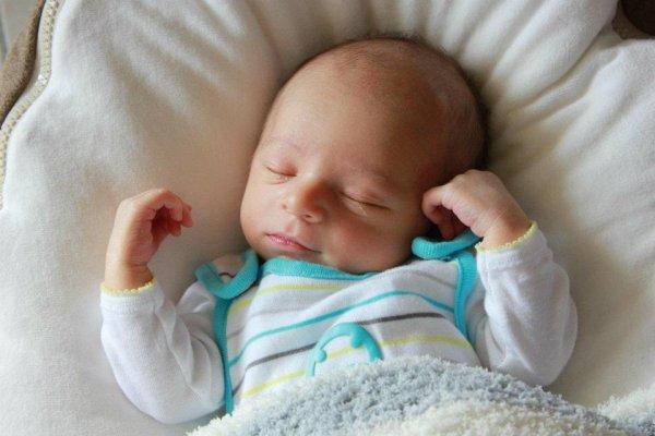 Lylian mon cousin sur cette photo il avait 3 jours il est née le 15/07/2012