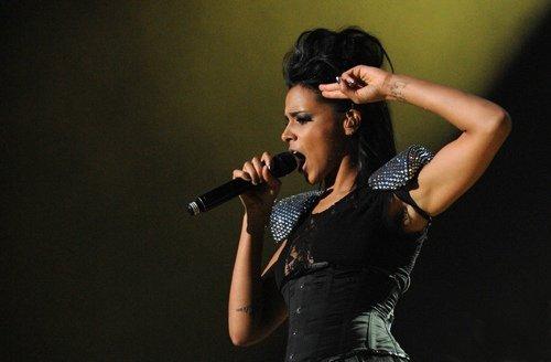 "Shy'm : encore 1 ou 2 singles de ""Caméléon"" avant sa pause !"