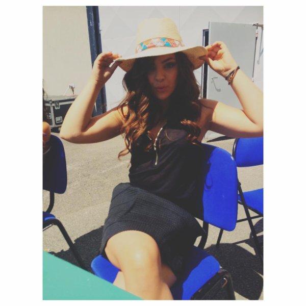 Madame chapeau...
