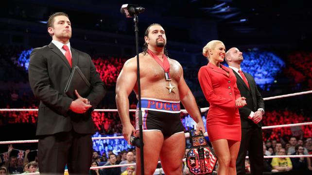 Qui accompagnait Rusev à Raw ?