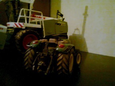 miniature ! tracteur john deere 5820 ( sans la cabine ) :)