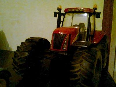 miniatures ! tracteur new holland !