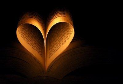 † A la lueur d'une bougie, les pages se tournent... †