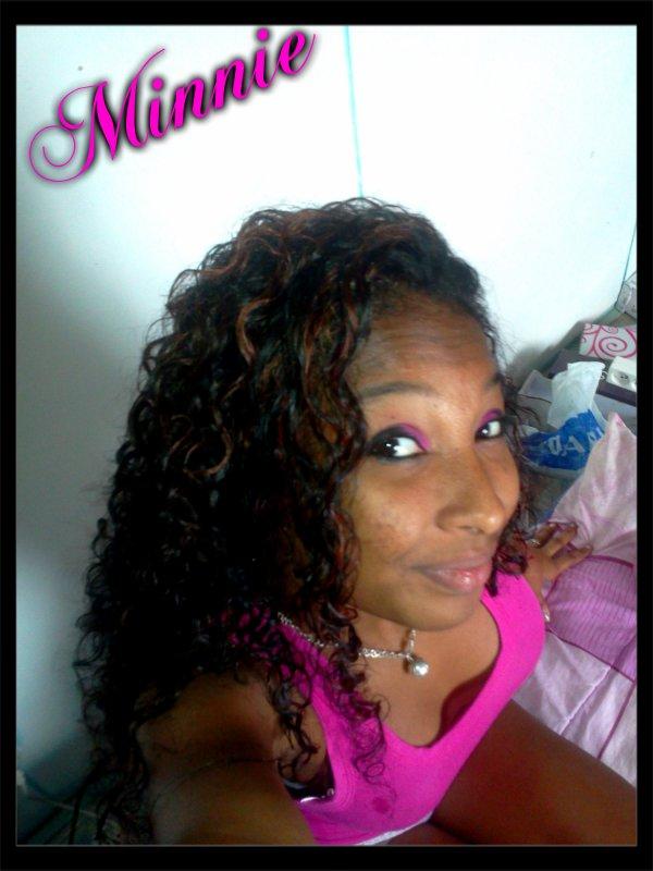 Minnie (l)