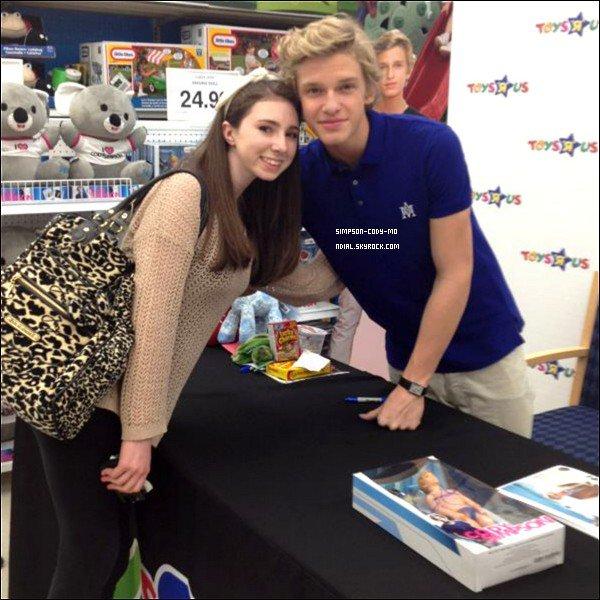 21/04/12 ♦ Cody Simpson était dans 3 magasins ToysRUs au  New Jersey pour signer des autographes à ses fans présents.