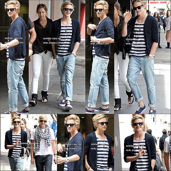 05/10/11 ♦ Cody Simpson a été vu dans les rues de Sydney avec des amis.
