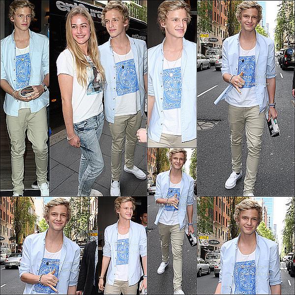 04/10/11 ♦ Cody Simpson a été vu quittant son hôtel à Sydney.