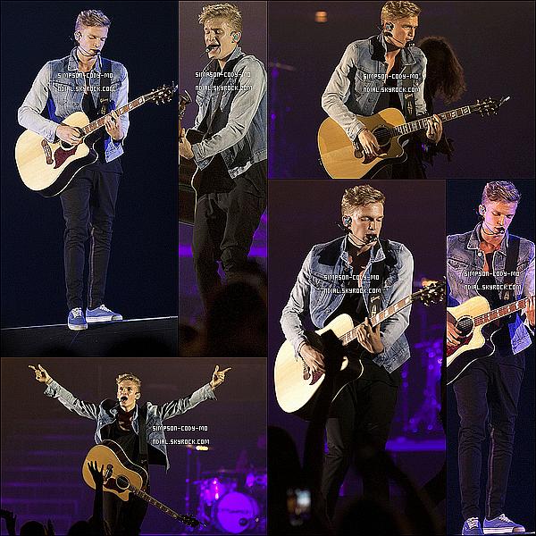 08/12/13 ♦ Cody Simpson a performé à Perth en Australie.
