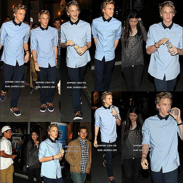 03/04/12 ♦ Cody Simpson & Kylie Jenner ont été vu quittant une salle de cinéma à The Grove dans Los Angeles.