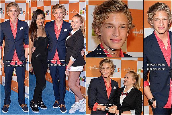 19/05/12 ♦ Cody Simpson était à une cérémonie à Santa Monica pour son album avec Alli et Tom.