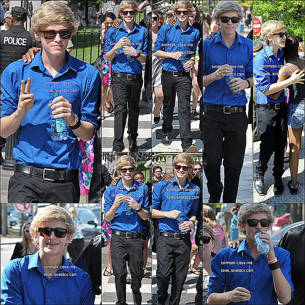 25/04/11 ♦ Cody Simpson a été vu se rendant à Q102 Studios dans Philadelphie.