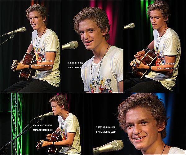10/08/12 ♦ Cody Simpson était à Bala Cynwyd, Pennsylvanie afin de faire une performance privée pour Q102 iHeart Radio .