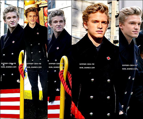 22/11/12 ♦ Cody Simpson était à la 2012 Macy's Thanksgiving Day Parade à New York.