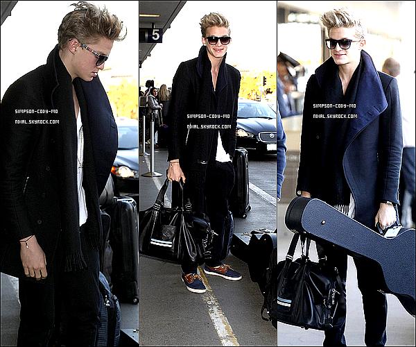 15/02/13 ♦ Cody Simpson a été vu à l'aéroport LAX pour prendre un vol vers Dublin.