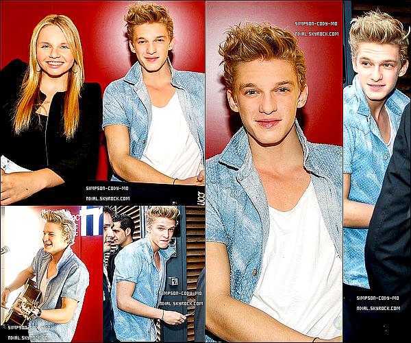 19/03/13 ♦ Cody Simpson était à une séance de dédicace avec Alli à la Fnac Bercy Village, Paris.