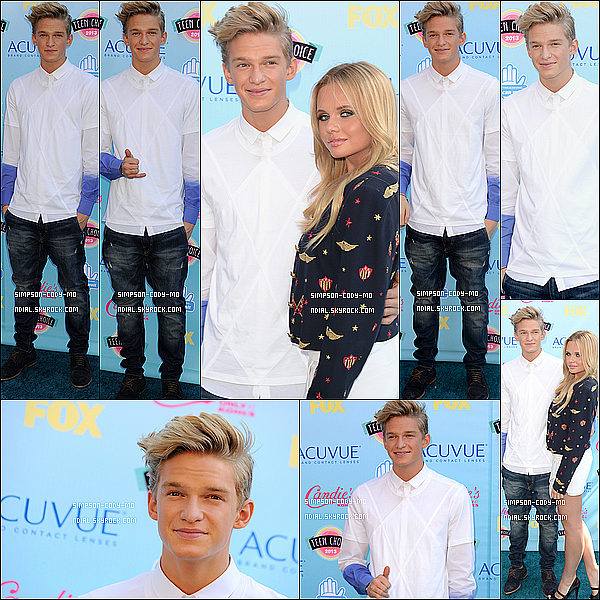 11/08/13 ♦ Cody Simpson était à la cérémonie des Teen Choice Awards à Universel City.