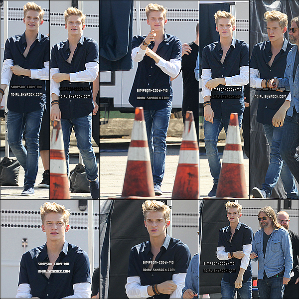 12/08/13 ♦ Cody Simpson était sur le Set d'un photoshoot à Los Angeles.
