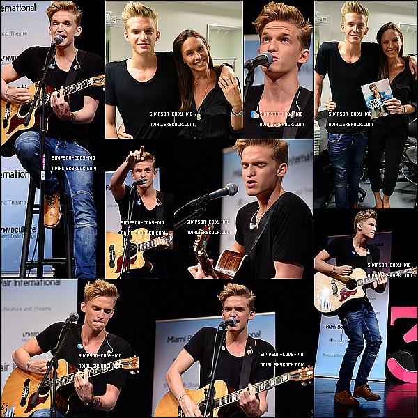 23/10/13 ♦ Cody Simpson a donné un concert et a signé des autographes à Miami.