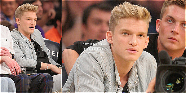 13/04/14 ♦ Cody Simpson était au match des L.A. Lakers à Los Angeles.