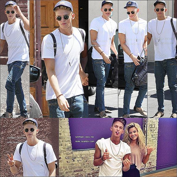 15/05/14 ♦ Cody Simpson a de nouveau été vu sortant d'un studio de danse à LA.