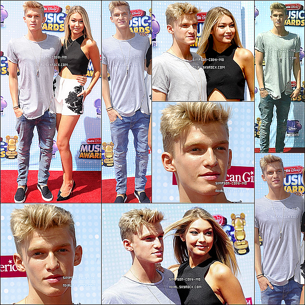 26/04/14 ♦ Cody Simpson était aux Radio Disney Music Awards à Los Angeles avec Gigi et Alli.