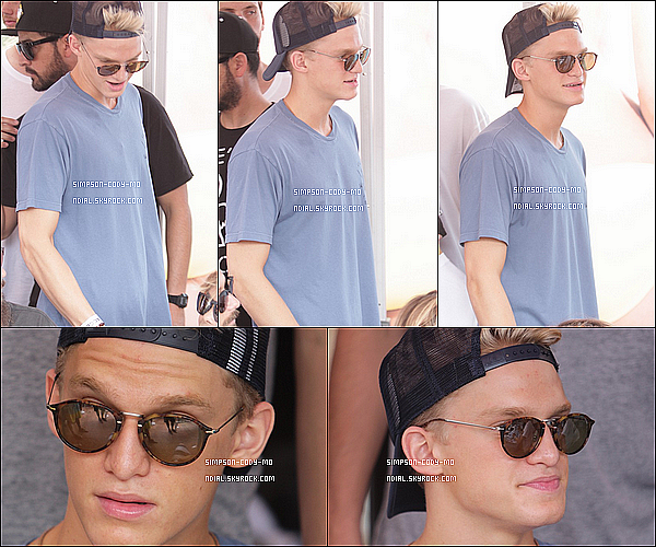 03/08/14 ♦ Cody Simpson était à la Vans US Open of Surfing à Huntington Beach,CA.