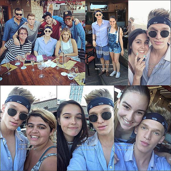 10/07/14 ♦ Cody Simpson a rencontré des fans et a pris des photos avec elles à Barcelone.