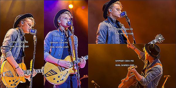 13/09/14 ♦ Cody Simpson a performé au Western Fair au Canada.