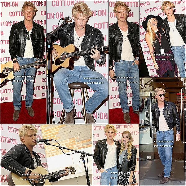 27/12/14 ♦ Cody Simpson & Gigi Hadid ont été vu à l'aéroport LAX à Los Angeles.
