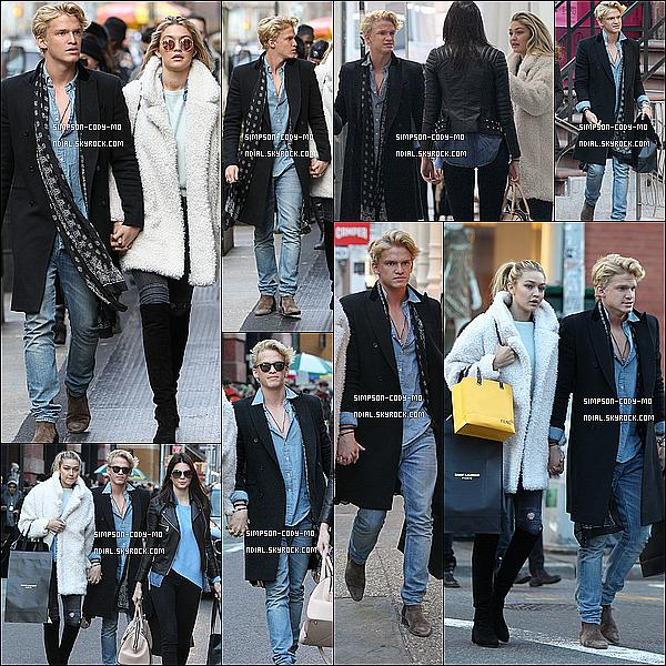 14/12/14 ♦ Cody Simpson a été vu faisant du shopping à New York avec Gigi et Kendall.