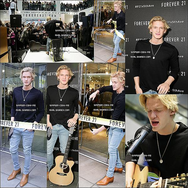 07/02/15 ♦ Cody Simpson était à l'ouverture du Forever 21 à la 5e Avenue de New York.