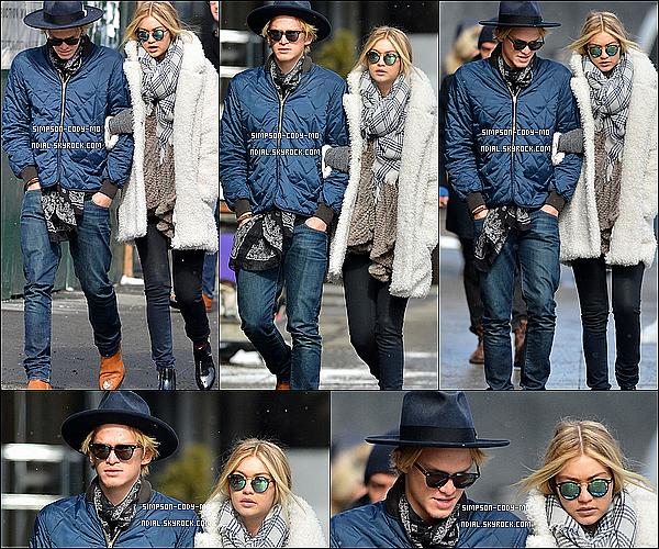 17/02/15 ♦ Cody Simpson et Gigi Hadid ont été vu se promenant dans les rues de New York.