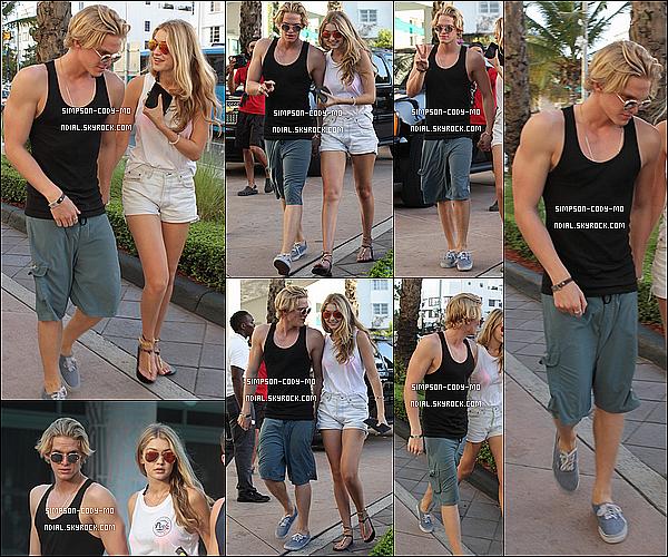 15/03/15 ♦ Cody Simpson, accompagné de Gigi Hadid, s'est rendu à la Victoria's Secret Spring Break Pink Party qui s'est déroulée à Miami.