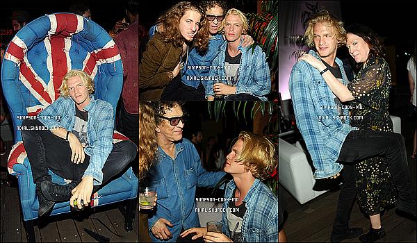 Septembre ♦ Cody Simpson était présent à une soirée privée à l'hôtel Hollywood Roosevelt à Los Angeles.
