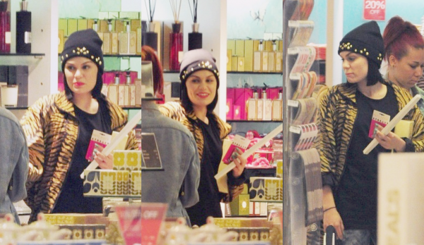15 Juin . Jessie faisant du shopping à Londres