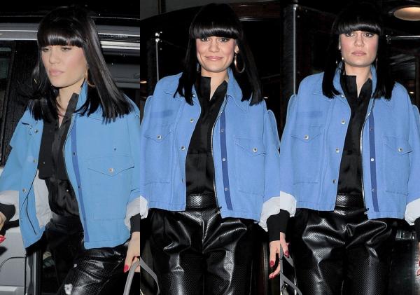 Jessie devant les studios de la BBC Radio 2