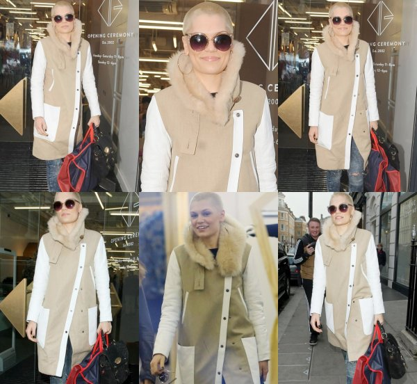 "11 Avril 2013 - Jessie J aperçue en train de faire du shopping chez ""Opening Ceremony"" à Covent Garden."