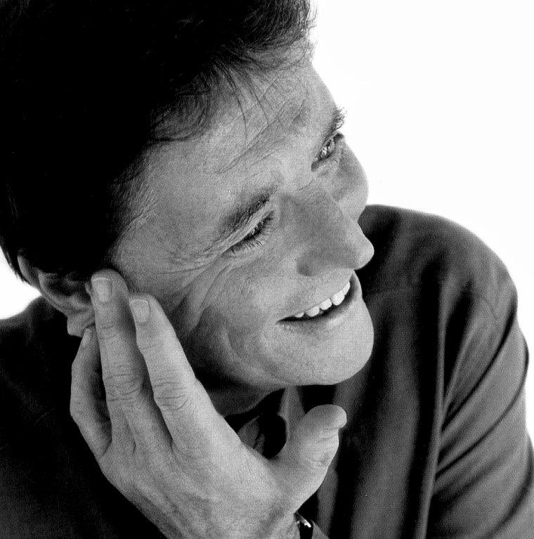 Sacha DISTEL (29 Janvier 1933 / 22 Juillet 2004) (71 ans, décède des suites d'un cancer)
