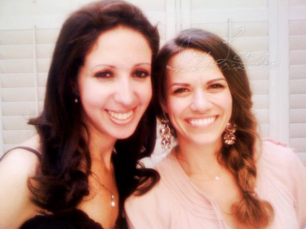 08 Septembre 2012 - Joy et Maria -qui avait 19 mois- était au lancement de Citrus Lane. Je trouve qu'elle a un air de Torrey Devitto sur la photo de droite.